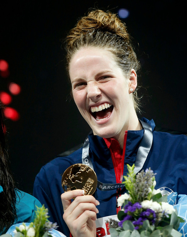 . Missy Franklin of the U.S. laughs as she poses with her gold medal at the the women\'s 200m backstroke victory ceremony during the World Swimming Championships at the Sant Jordi arena in Barcelona August 3, 2013. REUTERS/Albert Gea