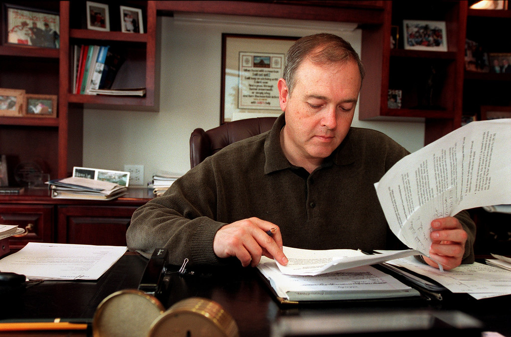 . William Dean Singleton, vice chairman, president & CEO of Media News in his office at Denver Post Plaza. May 4, 2000. Craig F. Walker / The Denver Post
