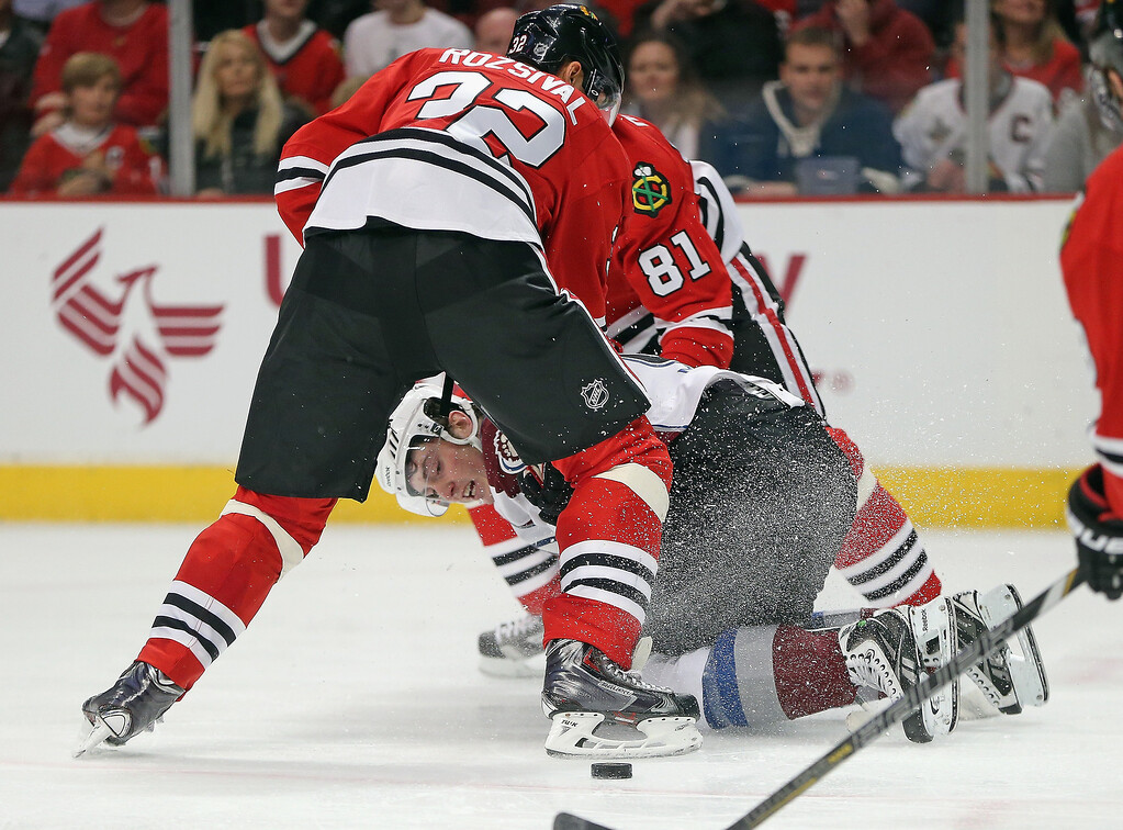. Matt Duchene #9 of the Colorado Avalanche looks back at the puck after being taken down by Michal Rozsival #32 and Marian Hossa #81 of the Chicago Blackhawks at the United Center on January 14, 2014  in Chicago, Illinois.  (Photo by Jonathan Daniel/Getty Images)