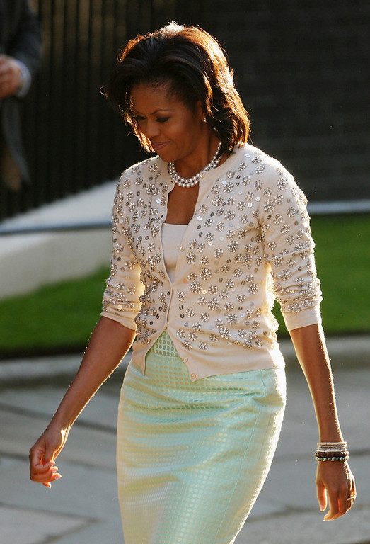. First lady Michelle Obama arrives in Downing Street on April 1, 2009 in London. Obama is on his first trip to the UK as President and will be attending G20 world leaders\' summit dedicated to tackling the global financial crisis.  (Photo by Dan Kitwood/Getty Images)