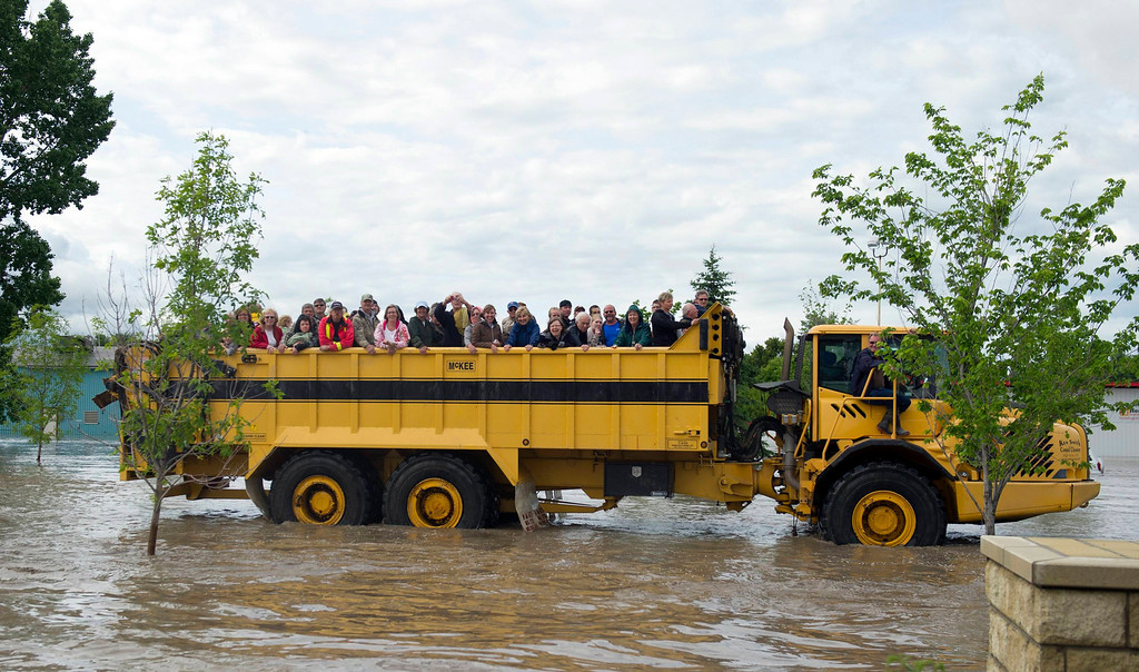 . Residents are evacuated in a large truck from downtown High River in Alberta province June 20, 2013. A state of emergency has been issued for the town of High River, which is being evacuated due to floods. REUTERS/Mike Sturk
