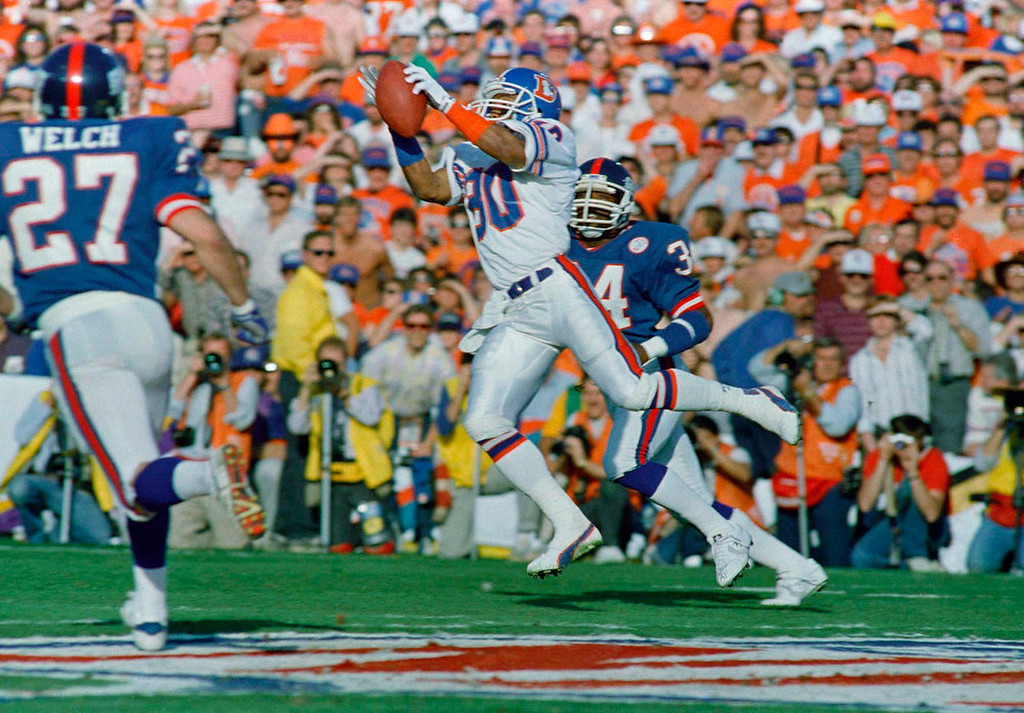 . Denver Broncos wide receiver Mark Jackson (80) takes a 24-yard pass from quarterback John Elway in the first quarter of Super Bowl XXI in Pasadena, Calif., Jan. 25, 1987. The Giants defender is Elvia Patterson. (AP Photo/Ron Heflin)