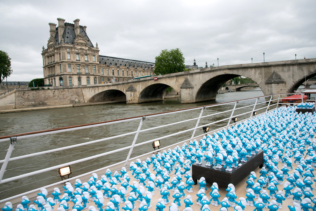. 3000 smurf figurines pass The Louvre as they travel down the River Seine to mark Global Smurfs Day on June 22, 2013 in Paris, France.  (Photo by Dominique Charriau/Getty Images for Sony Pictures Entertainment)
