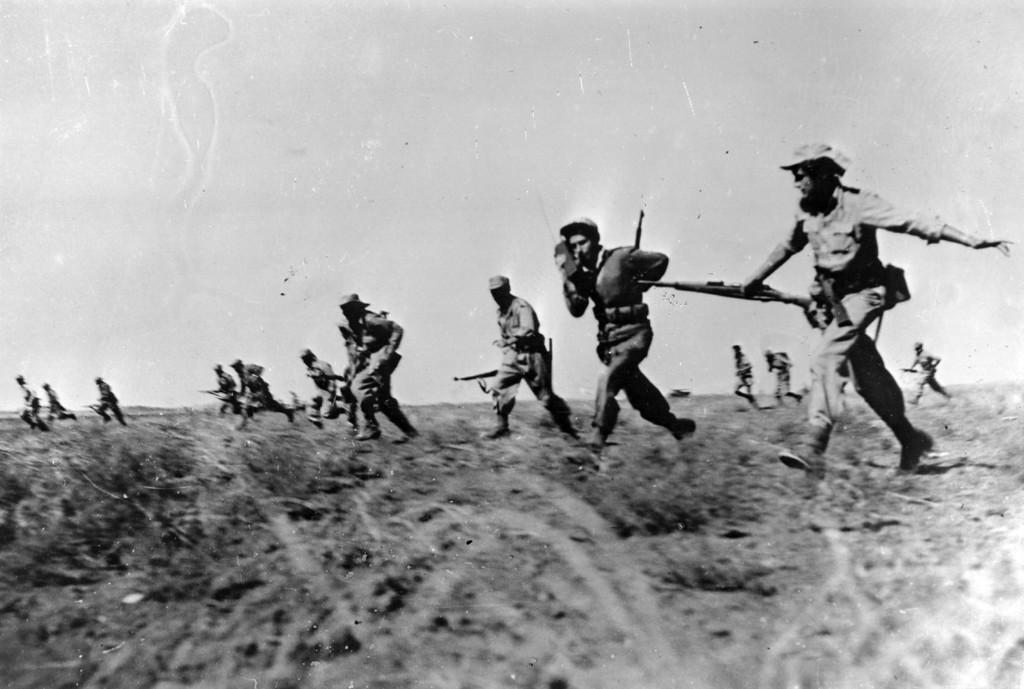 . Israeli infantry making a full assault on Egyptian forces in the Negev area of Israel during the War of Independence.   (Photo by Keystone/Getty Images)
