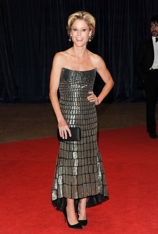 ". Actress Julie Bowen, from the ABC comedy ""Modern Family,\"" attends the White House Correspondents\' Dinner at the Washington Hilton on Saturday April 27, 2013 in Washington. (Photo by Evan Agostini/Invision/AP)"