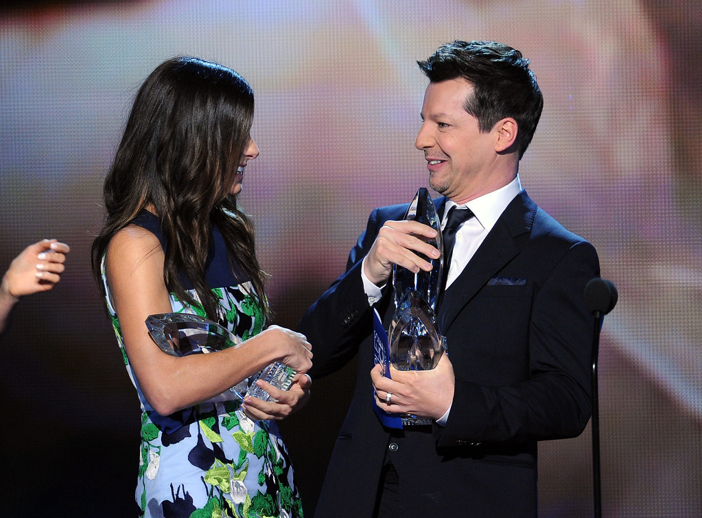 . LOS ANGELES, CA - JANUARY 08:  Actress Sandra Bullock (L) accepts the Favorite Movie Actress award from actor Sean Hayes onstage at The 40th Annual People\'s Choice Awards at Nokia Theatre L.A. Live on January 8, 2014 in Los Angeles, California.  (Photo by Kevin Winter/Getty Images)