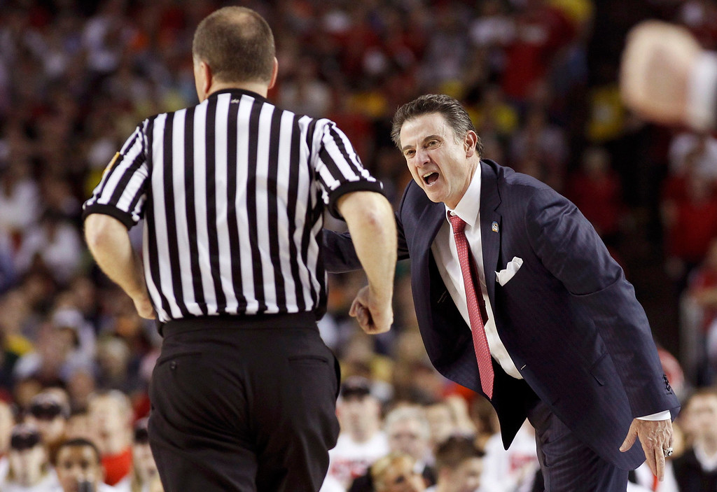. Louisville Cardinals head coach Rick Pitino argues with an official during the NCAA men\'s Final Four basketball game against the Wichita State Shockers in Atlanta, Georgia April 6, 2013. REUTERS/Jeff Haynes