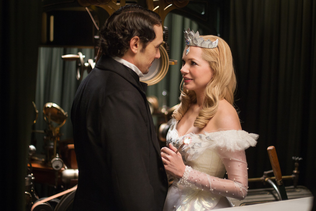 """. \""""OZ: THE GREAT AND POWERFUL\""""James Franco, left; Michelle Williams, rightPh: Merie Weismiller Wallace, SMPSP©Disney Enterprises, Inc. All Rights Reserved."""