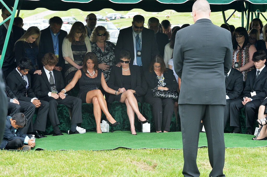 . Members of George Jones\' family attend the interment following the funeral for George Jones at Woodlawn Cemetery on May 2, 2013 in Nashville, Tennessee.  (Photo by Rick Diamond/Getty Images for Nancy Jones)