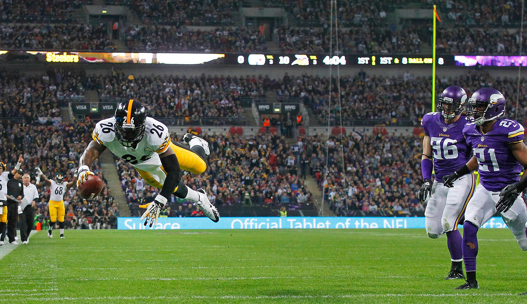 . Pittsburgh Steelers running back Le\'Veon Bell dives to score a touchdown during the  NFL football game against Minnesota Vikings at Wembley Stadium, London, Sunday, Sept. 29, 2013.  (AP Photo/Sang Tan)
