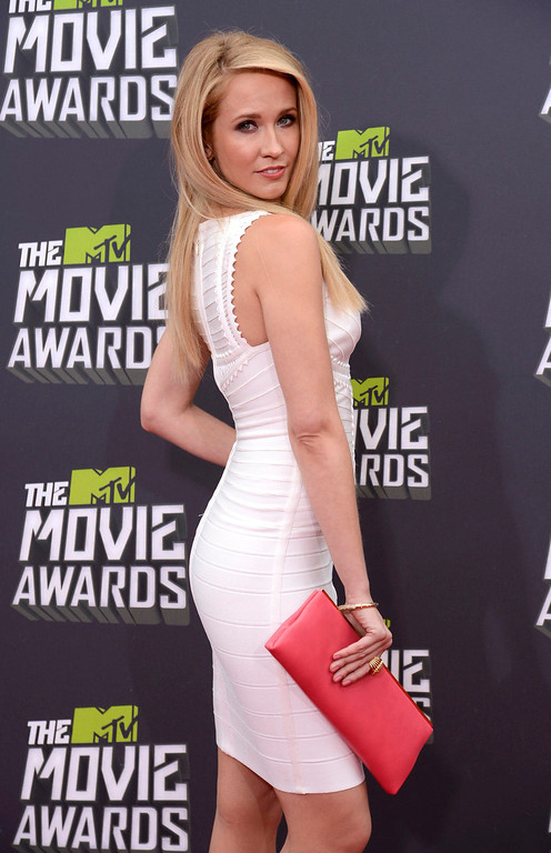 . Actress Anna Camp poses as she arrives at the 2013 MTV Movie Awards in Culver City, California April 14, 2013.   REUTERS/Phil McCarten