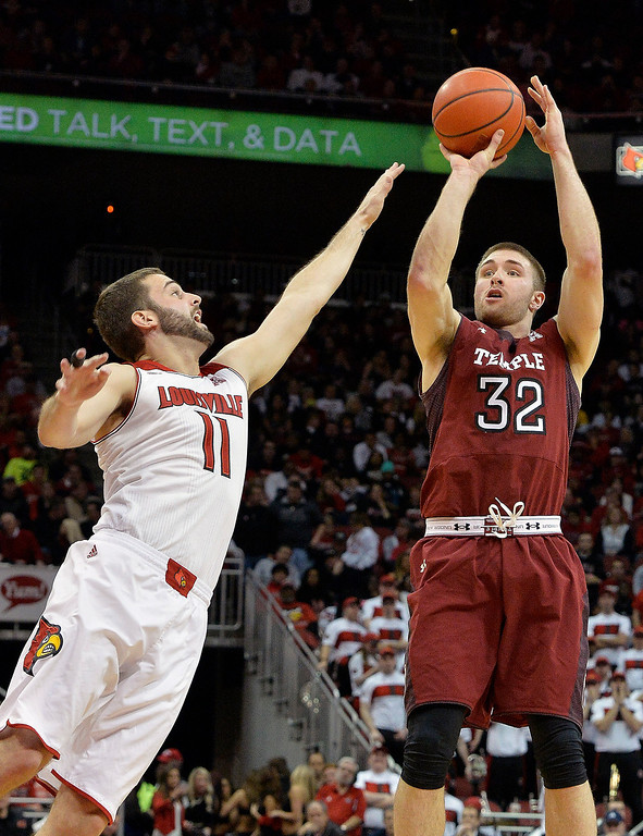 . Temple\'s Dalton Pepper, right, puts up a shot over Louisville\'s Luke Hancock during the first half of an NCAA college basketball game, Thursday, Feb. 27, 2014, in Louisville, Ky. (AP Photo/Timothy D. Easley)