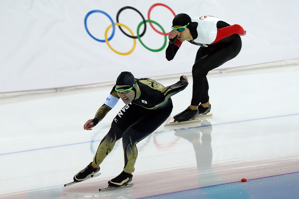 . Canada\'s Lucas Makowsky (top) and Japan\'s Taro Kondo compete in the Men\'s Speed Skating 1500 m at the Adler Arena during the Sochi Winter Olympics on February 15, 2014.              DAMIEN MEYER/AFP/Getty Images