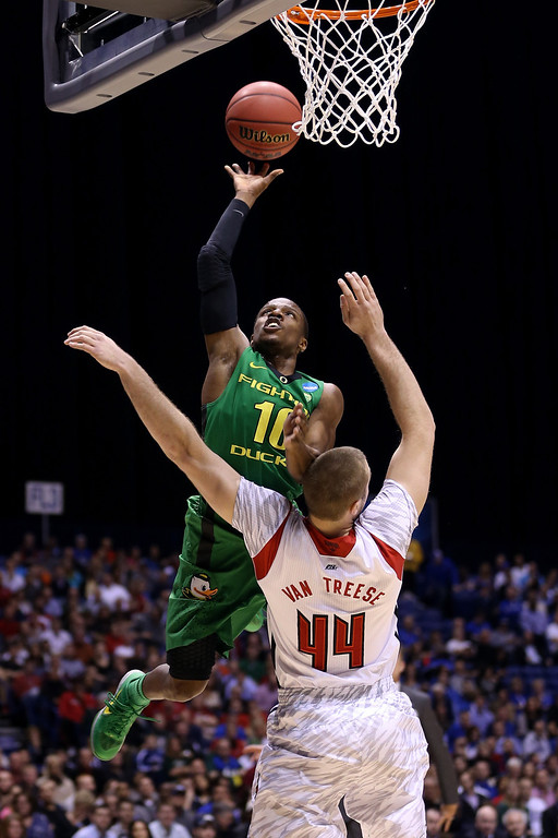 . Johnathan Loyd #10 of the Oregon Ducks drives for a shot attempt in the first half against Stephan Van Treese #44 of the Louisville Cardinals during the Midwest Region Semifinal round of the 2013 NCAA Men\'s Basketball Tournament at Lucas Oil Stadium on March 29, 2013 in Indianapolis, Indiana.  (Photo by Streeter Lecka/Getty Images)