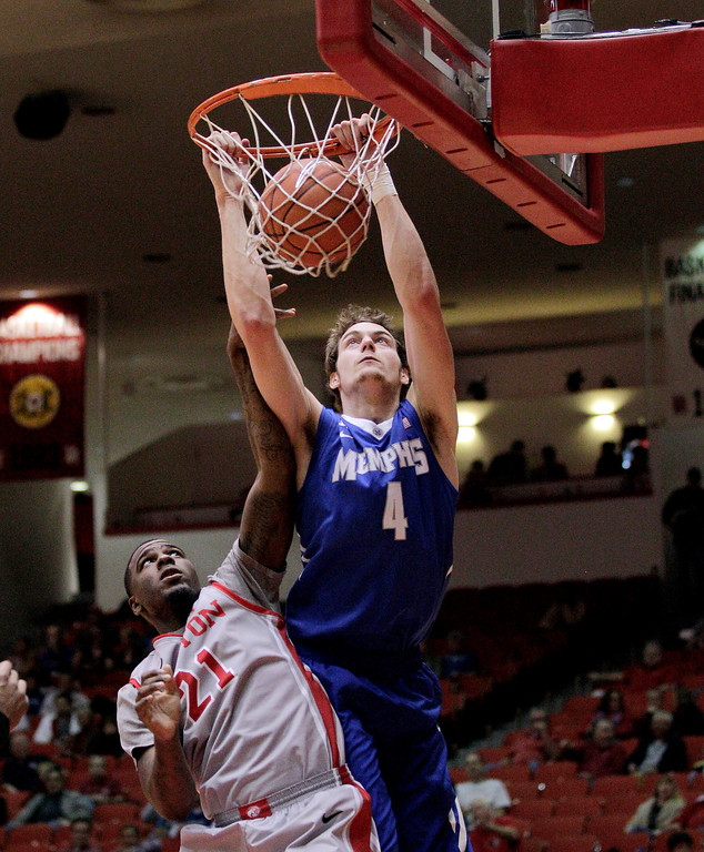 . Memphis\' forward Austin Nichols (4) dunks over Houston\'s Jherrod Stiggers (21) during the first half of an NCAA college basketball game, Thursday, Feb. 27, 2014, in Houston. (AP Photo/Bob Levey)