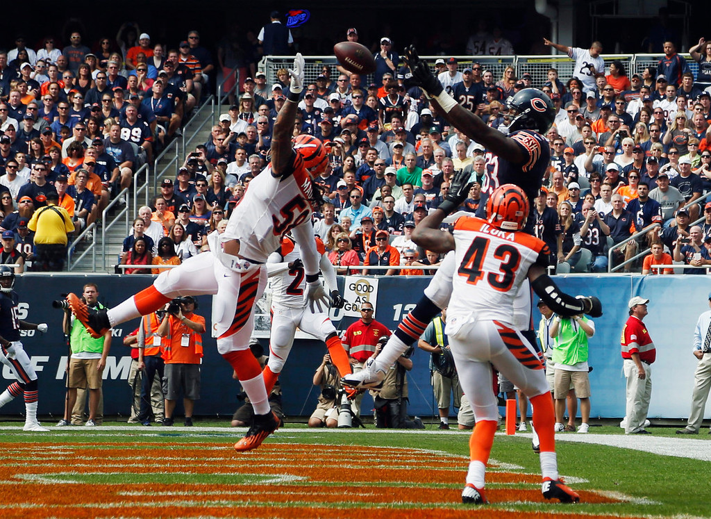 . Chicago Bears tight end Martellus Bennett (83) makes a touchdown catch against Cincinnati Bengals linebacker Rey Maualuga (58) and safety George Iloka (43) during the first half of an NFL football game, Sunday, Sept. 8, 2013, in Chicago. (AP Photo/Charles Rex Arbogast)