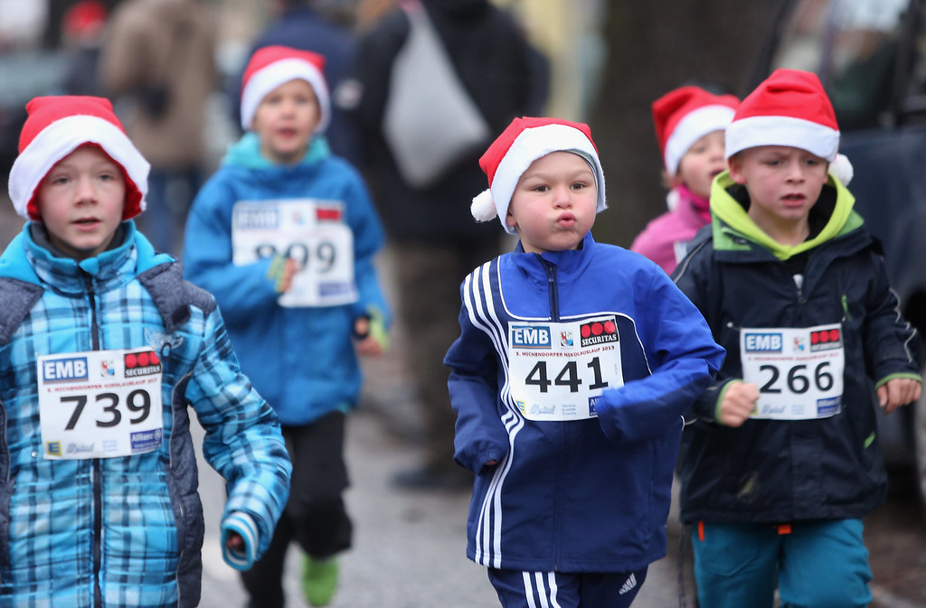 . Children participants compete in the 5th annual Michendorf Santa Run (Michendorfer Nikolauslauf) on December 8, 2013 in Michendorf, Germany. Over 900 people took part in this year\'s races, which included one for children and one for adults.  (Photo by Adam Berry/Getty Images)