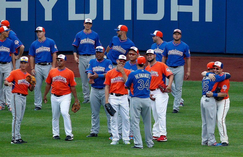. Major League All-Stars greet one another in the outfield during practice before the Major League Baseball All-Star Game Home Run Derby in New York, July 15, 2013. REUTERS/Adam Hunger