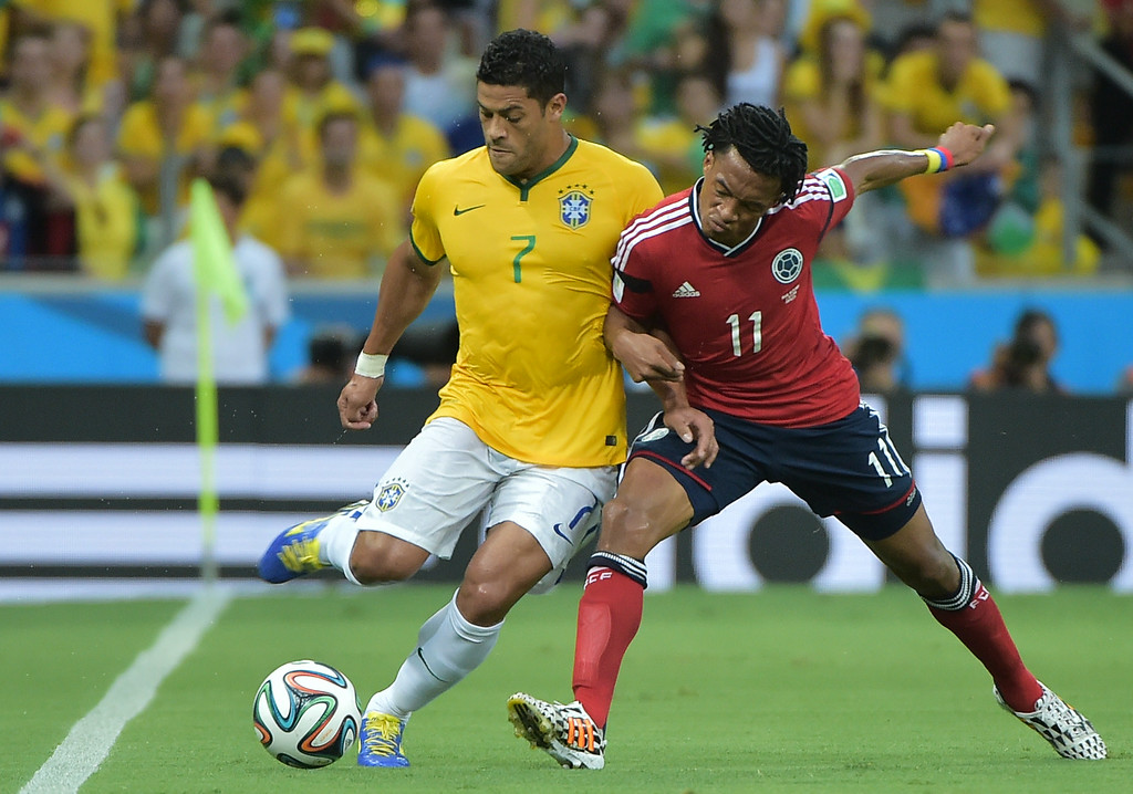 . Brazil\'s forward Hulk (L) vies with Colombia\'s midfielder Juan Guillermo Cuadrado during the quarter-final football match between Brazil and Colombia at the Castelao Stadium in Fortaleza during the 2014 FIFA World Cup on July 4, 2014. GABRIEL BOUYS/AFP/Getty Images