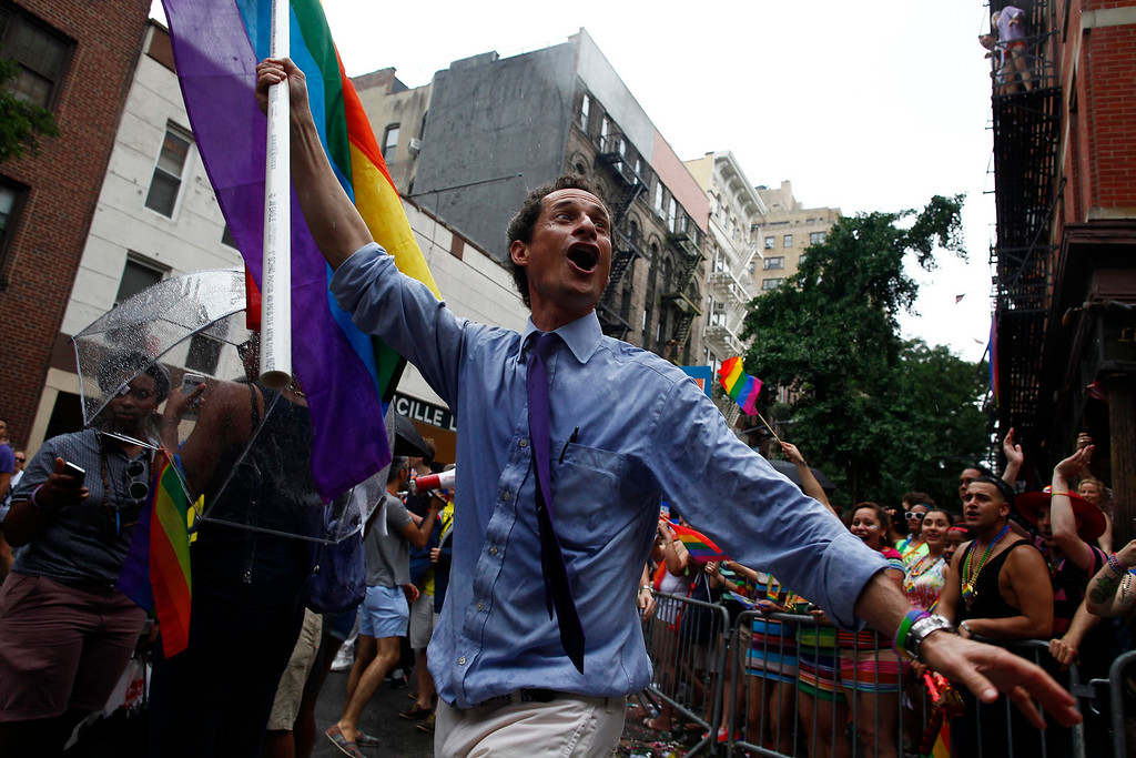 . New York mayoral candidate Anthony Weiner marches in the Gay Pride Parade in New York June 30, 2013. REUTERS/Eric Thayer