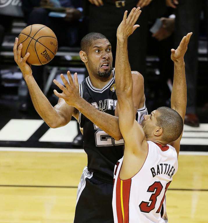 . San Antonio Spurs power forward Tim Duncan (21) works against Miami Heat small forward Shane Battier (31) during the first half of Game 6 of the NBA Finals basketball game, Tuesday, June 18, 2013 in Miami. (AP Photo/Wilfredo Lee)