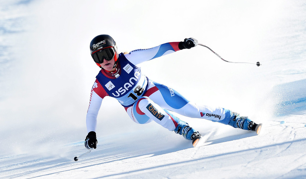 . Skier Lara Gut, of Switzerland, takes a turn during the women\'s Super-G race at the FIS World Cup Alpine Skiing in Beaver Creek, Colorado, USA, 30 November 2013. Gut went on to take first place in the race.  EPA/JUSTIN LANE