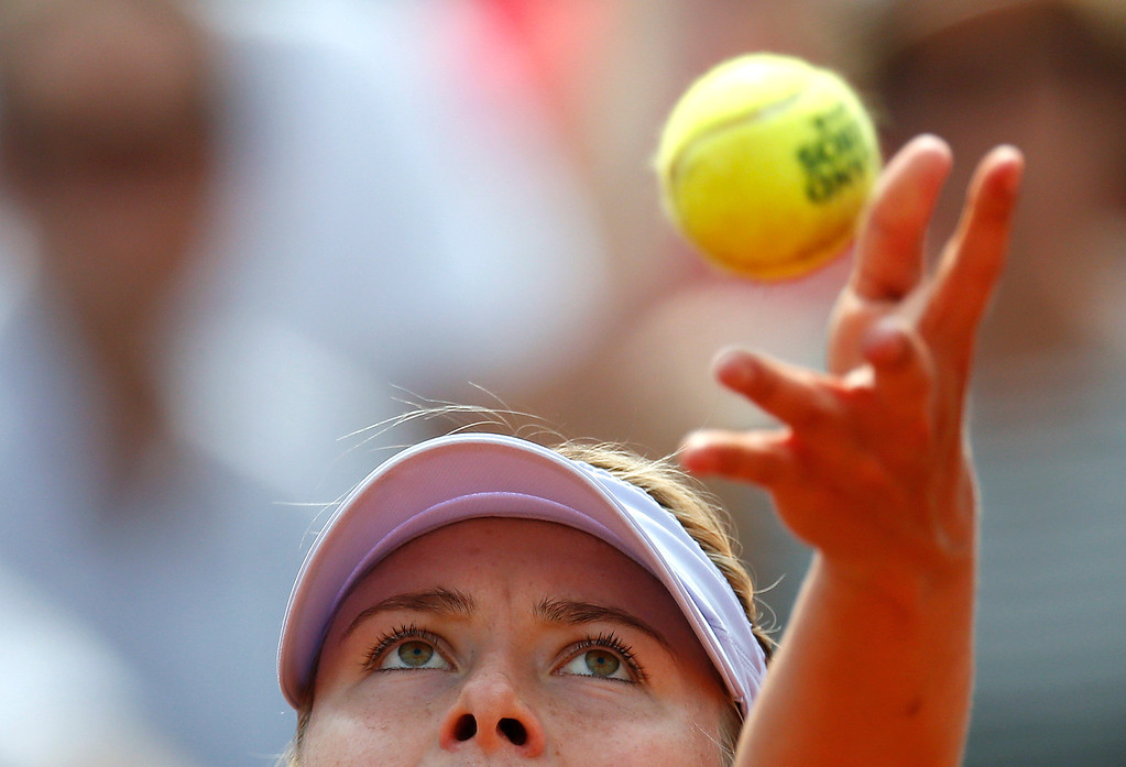. Russia\'s Maria Sharapova serves to USA\'s Serena Williams during their French tennis Open final match at the Roland Garros stadium in Paris on June 8, 2013. AFP PHOTO / THOMAS  COEX/AFP/Getty Images