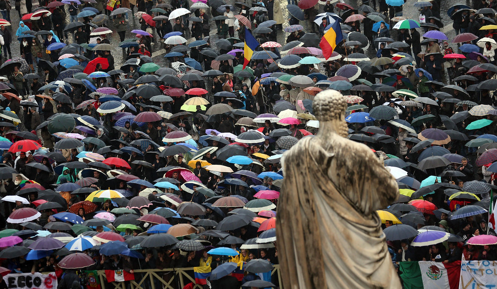 . Faithful gather in St. Peter\'s Square at the Vatican, Wednesday, March 13, 2013.  (AP Photo/Luca Bruno)