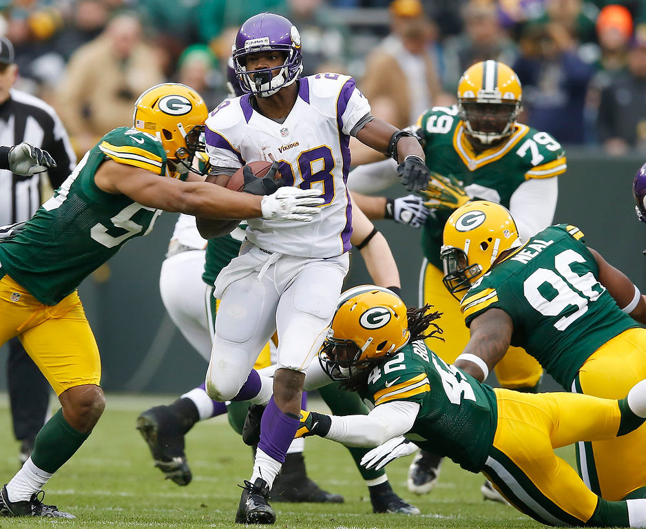. Minnesota Vikings running back Adrian Peterson breaks away for a 48-heard run during the second half of an NFL football game against the Minnesota Vikings Sunday, Dec. 2, 2012, in Green Bay, Wis. (AP Photo/Tom Lynn)