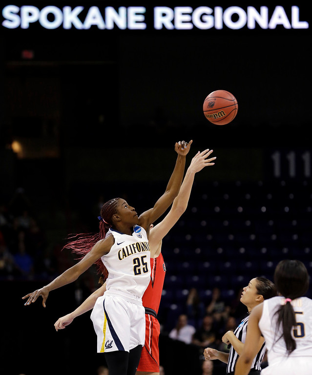 . California\'s Gennifer Brandon (25) and Georgia\'s Anne Marie Armstrong tip-off their regional final in the NCAA women\'s college basketball tournament, Monday, April 1, 2013, in Spokane, Wash. (AP Photo/Elaine Thompson)