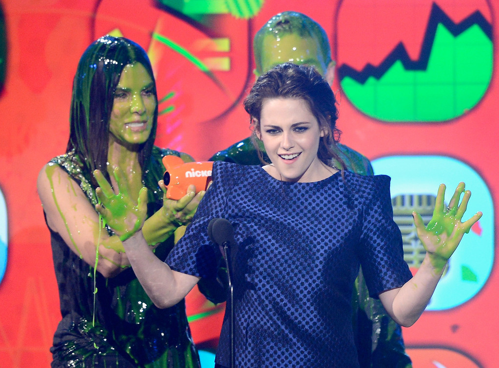 ". LOS ANGELES, CA - MARCH 23:  (L-R) Actors Kristen Stewart (R), winner of Favorite Movie Actress for ""The Twilight Saga: Breaking Dawn � Part 2,\"" and Sandra Bullock speak onstage during Nickelodeon\'s 26th Annual Kids\' Choice Awards at USC Galen Center on March 23, 2013 in Los Angeles, California.  (Photo by Kevork Djansezian/Getty Images for KCA)"