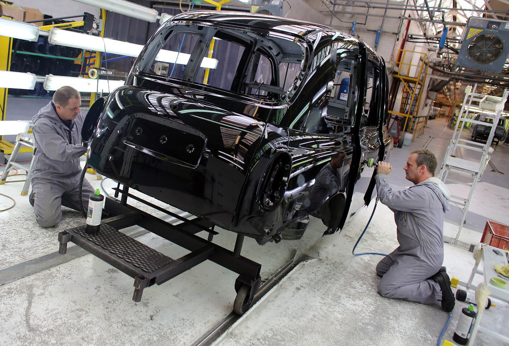 . Workers inside the factory of The London Taxi Company polish a TX4 (Euro 5) London Taxi on September 11, 2013 in Coventry, England.   (Photo by Matt Cardy/Getty Images)
