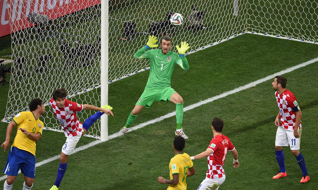 . Croatia\'s goalkeeper Stipe Pletikosa (C) makes a save during a Group A football match between Brazil and Croatia at the Corinthians Arena in Sao Paulo on June 12, 2014, during the 2014 FIFA World Cup.  AFP PHOTO / PEDRO  UGARTE/AFP/Getty Images