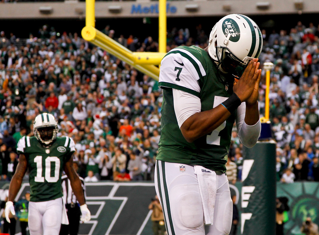 . EAST RUTHERFORD, NJ - DECEMBER 22:   Geno Smith #7 of the New York Jets celebrates his touchdown against the Cleveland Browns during their game at MetLife Stadium on December 22, 2013 in East Rutherford, New Jersey.  (Photo by Jeff Zelevansky/Getty Images)