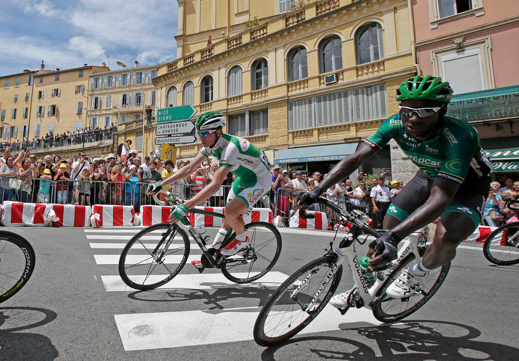 . Sojasun team rider Anthony Delaplace (L) of France and Europcar team rider Kevin Reza (R) of France cycle in Grasse during the 228.5 km fifth stage of the centenary Tour de France cycling race from Cagnes-Sur-Mer to Marseille July 3, 2013.     REUTERS/Jacky Naegelen