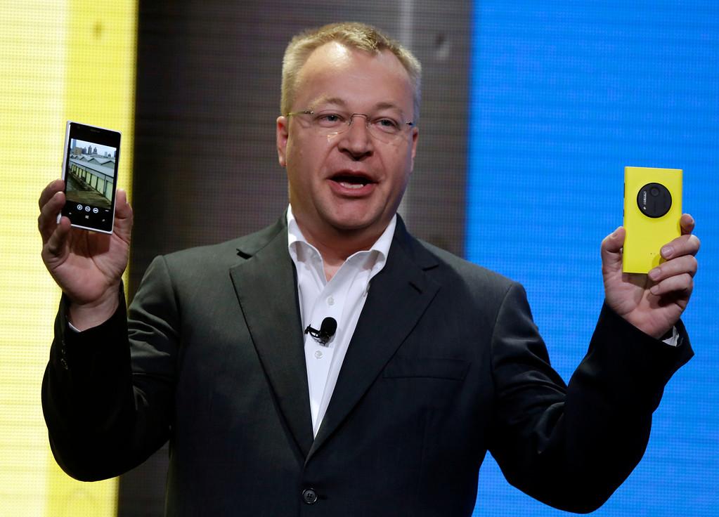 . Nokia CEO Stephen Elop shows his company\'s Nokia Lumia 1020, in New York,  Thursday, July 11, 2013. (AP Photo/Richard Drew)