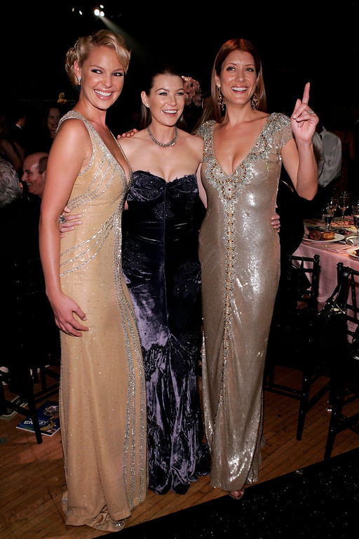 . Actors Kathrine Heigl, Ellen Pompeo and Kate Walsh attends the Governor\'s Ball after the 58th Annual Primetime Emmy Awards at the Shrine Auditorium on August 27, 2006 in Los Angeles, California.  (Photo by Vince Bucci/Getty Images)