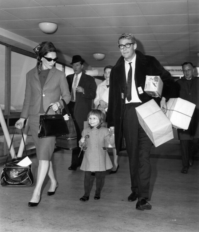 . Welsh actress Sian Phillips arrives at London Airport with her husband Peter O\'Toole on March 14, 1964.  (Photo by Cleland Rimmer/Evening Standard/Getty Images)