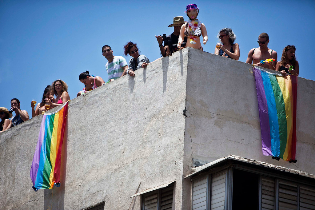 . People take part at the annual Gay Pride parade from their rooftop in Tel Aviv June 7, 2013.  REUTERS/Nir Elias