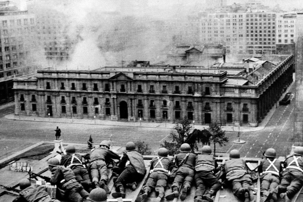 . Chilean Army troops positioned on a rooftop fire on the La Moneda Palace 11 September 1973 in Santiago, during the military coup led by General Augusto Pinochet which overthrew Chilean constitutional president Salvador Allende, who died in the attack on the palace.   AFP PHOTO-/AFP/Getty Images
