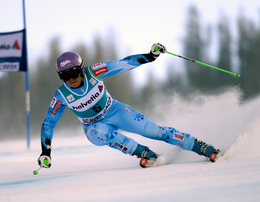 . Tina Maze of Slovenia skis in the first run in the women\'s Giant Slalom at the FIS World Cup Alpine Skiing in Beaver Creek, Colorado, USA, 01 December 2013.  EPA/JOHN G. MABANGLO