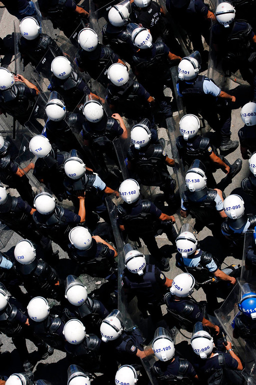 . Riot police march through Istanbul\'s Taksim square during clashes between police and anti-government protesters June 11, 2013.  REUTERS/Yannis Behrakis