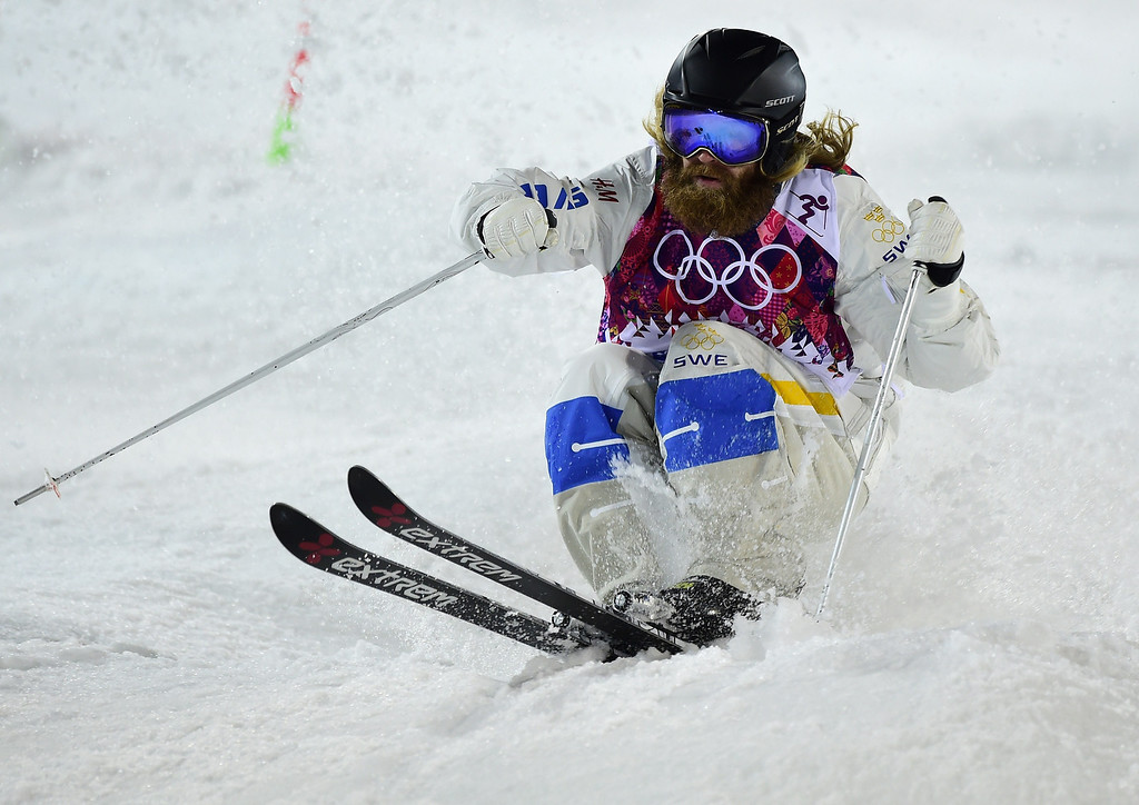 . Sweden\'s Per Spett competes in the Men\'s Freestyle Skiing Moguls finals at the Rosa Khutor Extreme Park during the Sochi Winter Olympics on February 10, 2014.    JAVIER SORIANO/AFP/Getty Images