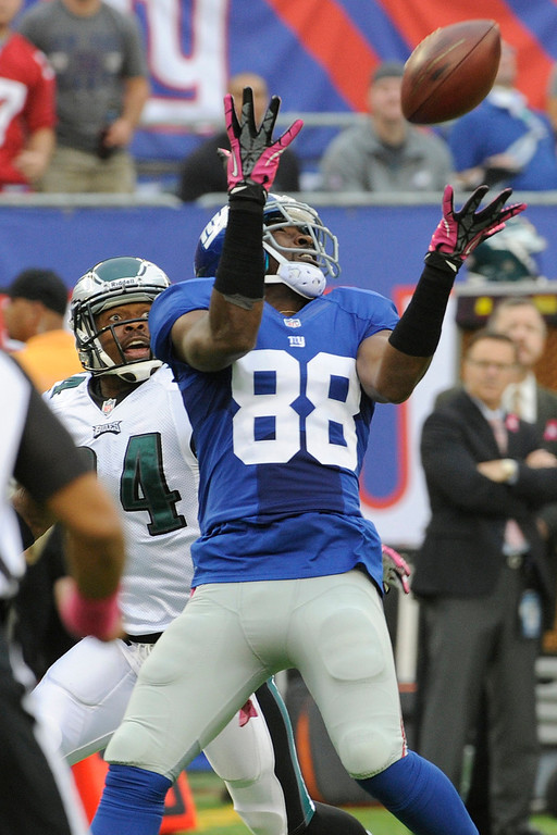. New York Giants wide receiver Hakeem Nicks (88) catches a pass in front of Philadelphia Eagles cornerback Bradley Fletcher (24) during the first half of an NFL football game Sunday, Oct. 6, 2013, in East Rutherford, N.J.  (AP Photo/Bill Kostroun)