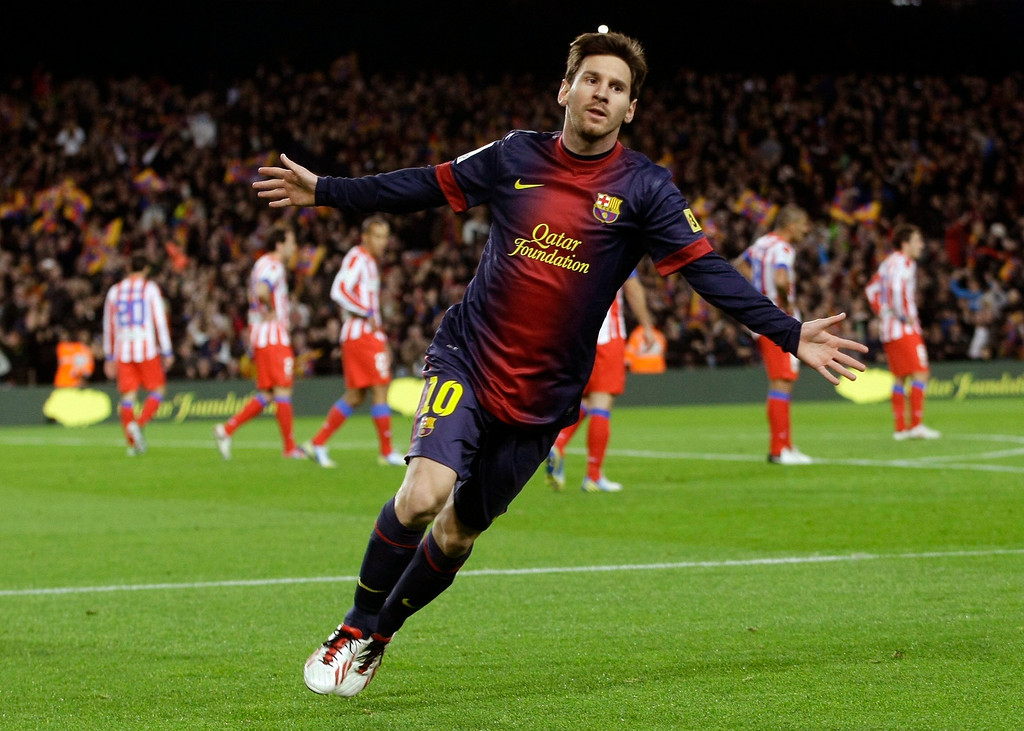 . Barcelona\'s Lionel Messi celebrates his goal against Atletico Madrid during their Spanish first division soccer match at Nou Camp stadium in Barcelona December 16, 2012. REUTERS/Gustau Nacarino