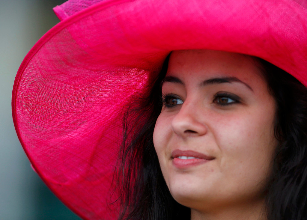 . A spectator wears a fancy hat prior to the running of the 139th Kentucky Derby horse race at Churchill Downs in Louisville, Kentucky, May 4, 2013.   REUTERS/Jeff Haynes