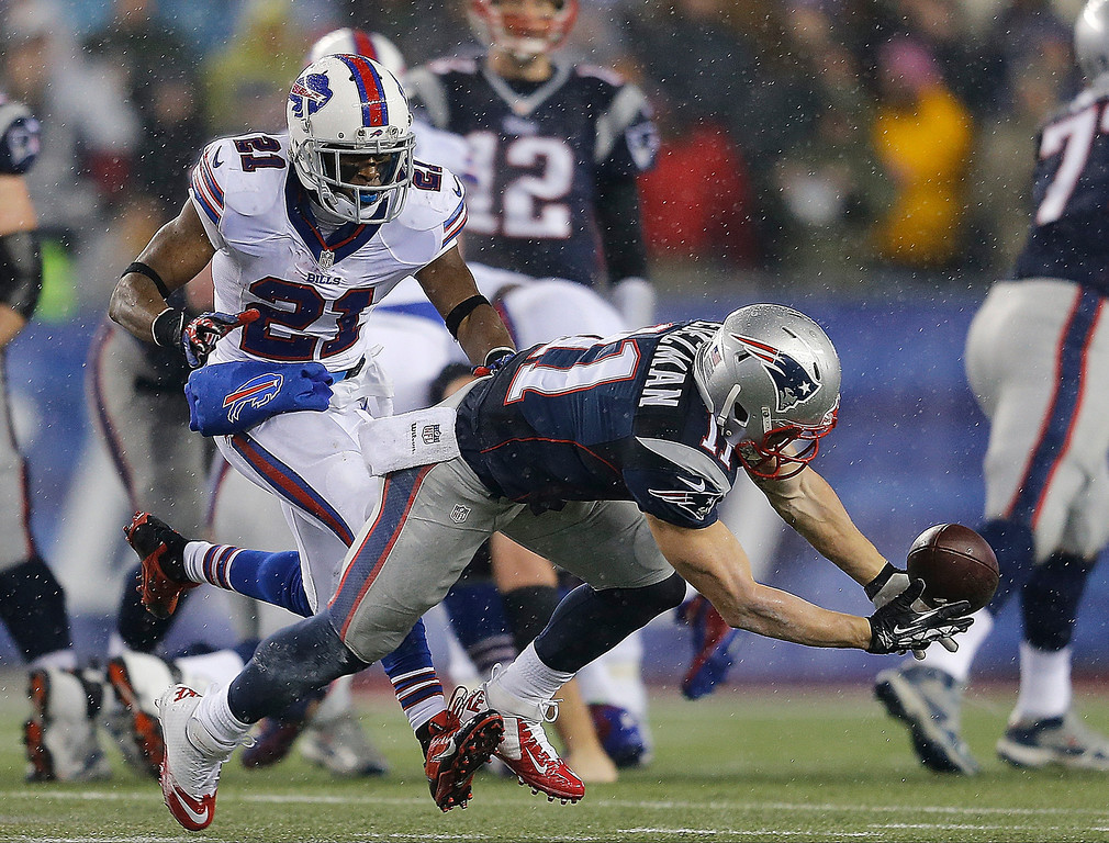 . Julian Edelman #11 of the New England Patriots makes a catch against the defense of Leodis McKelvin #21 of the Buffalo Bills in the first quarter at Gillette Stadium on December 29, 2013 in Foxboro, Massachusetts. (Photo by Jim Rogash/Getty Images)