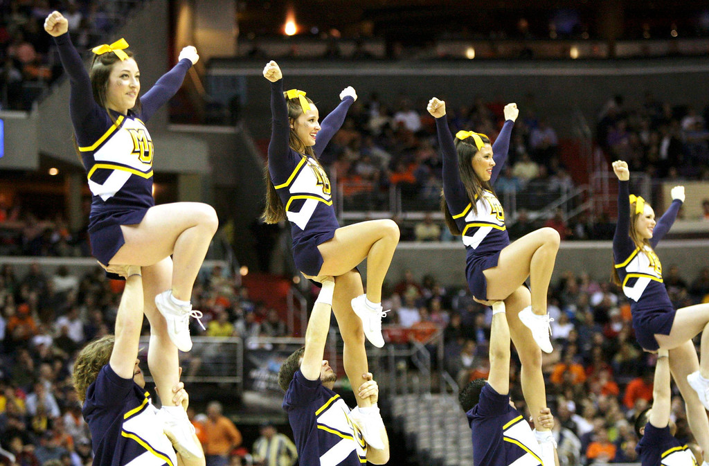 . Marquette Golden Eagles cheerleaders perform in the game against the Syracuse Orange during the second half in their East Regional NCAA men\'s basketball game in Washington, March 30, 2013. REUTERS/Jonathan Ernst