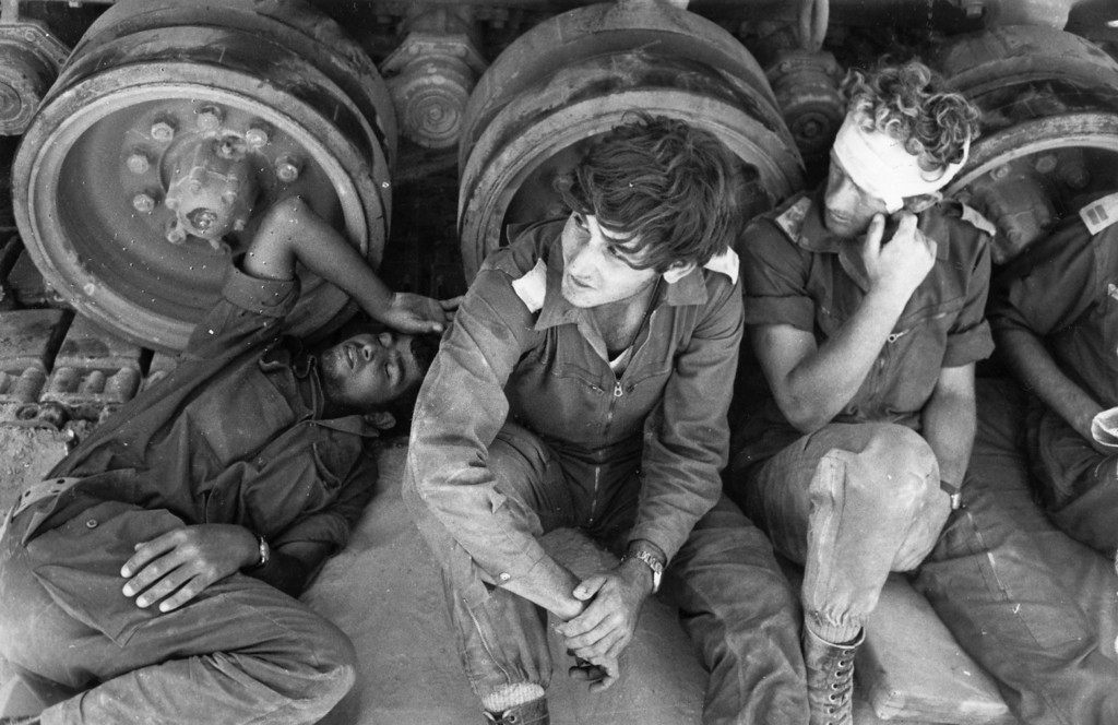 . Circa 1974:  Three young men believed to be Israeli troops in the desert near Cairo.  (Photo by David Cairns/Express/Getty Images)