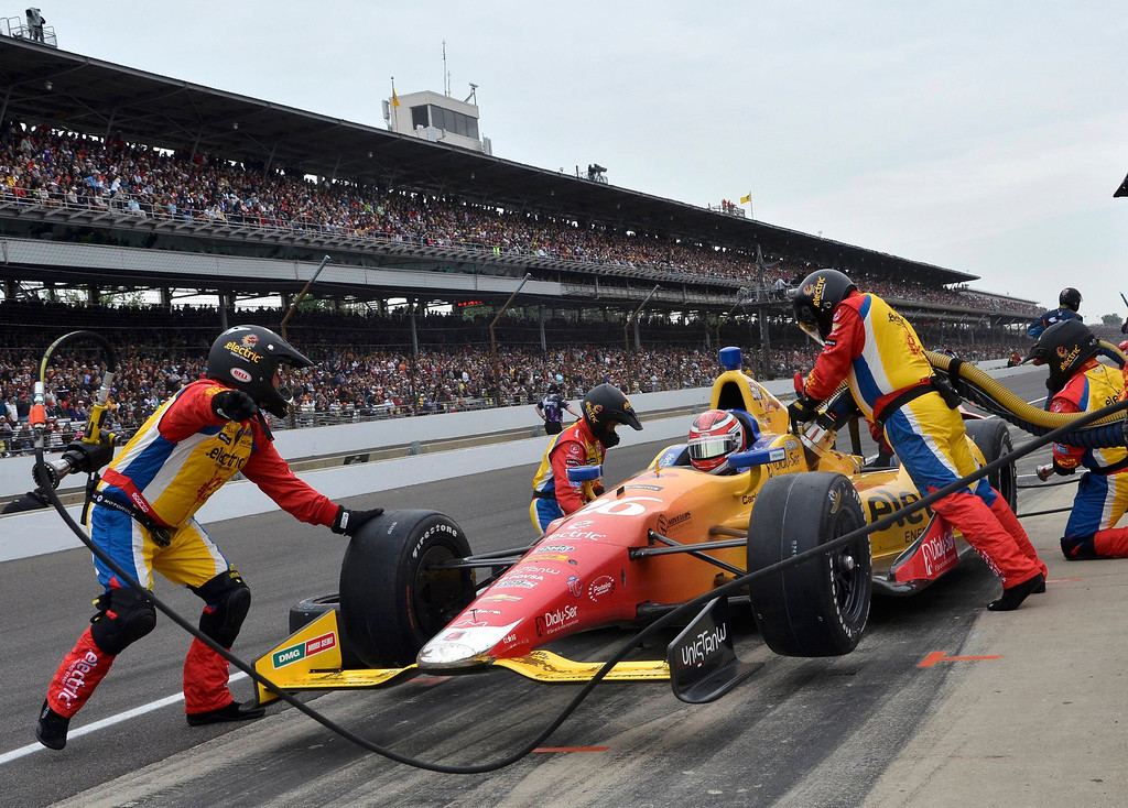 . Andretti Autosport driver Carlos Munoz of Colombia stops in the pits during the 97th running of the Indianapolis 500 at the Indianapolis Motor Speedway in Indianapolis, Indiana, May 26, 2013. REUTERS/Geoff Miller